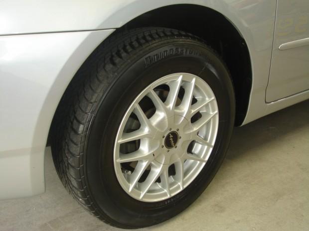 車内クリーニング&グロスプロテクタータイヤアップ